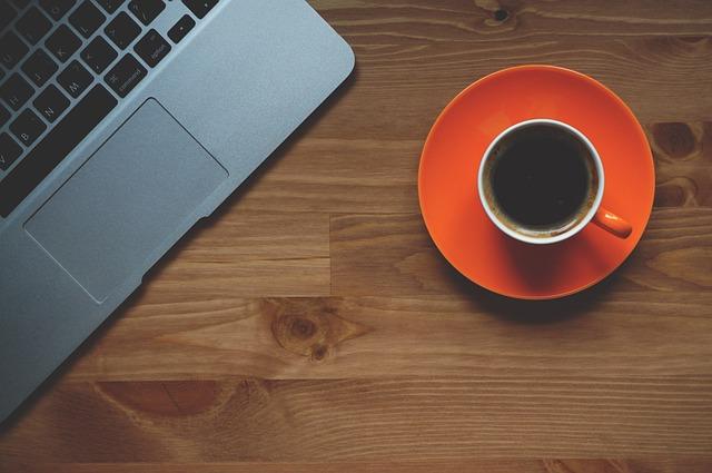 【フリーランス】カフェか自宅か。効率良く仕事できるのは?【ノマド】